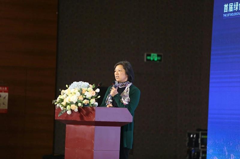 南京农业大学动物科技学院朱伟云教授作《动物消化道营养》的主题报告。
