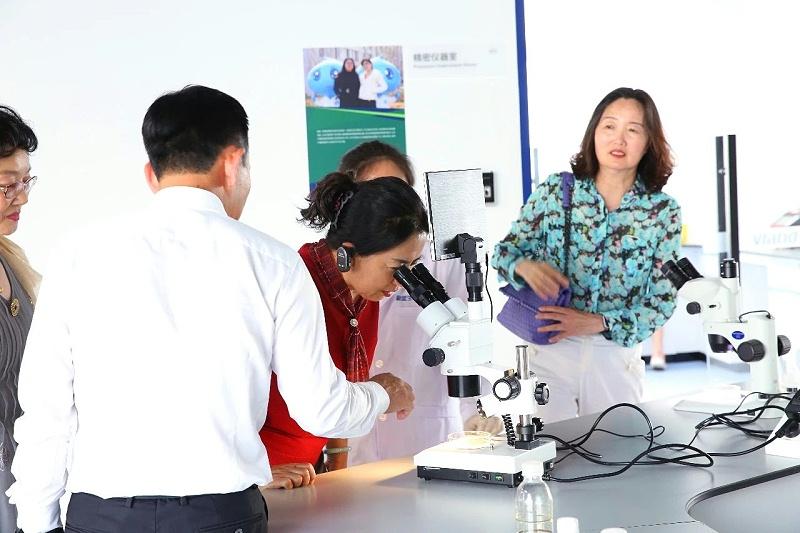 """探究生物科技,培育科学素养,""""华青教育生物创新教育实践基地""""落户蔚蓝"""
